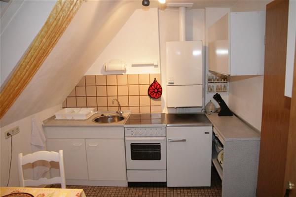 m blierte dachgeschoss 2 zimmer wohnung in bielefeld mitte zu vermieten. Black Bedroom Furniture Sets. Home Design Ideas