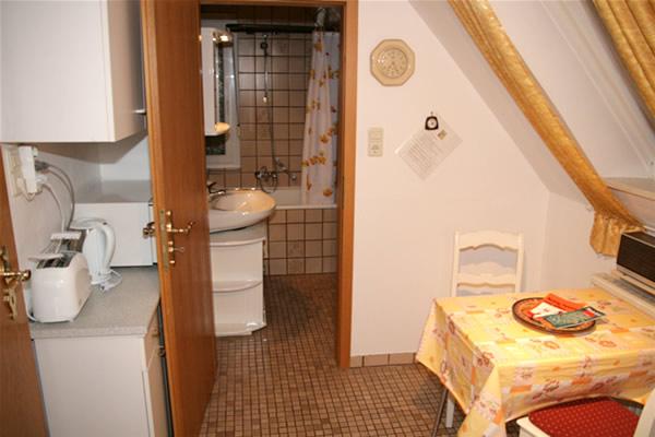 m blierte dachgeschoss 2 zimmer wohnung in bielefeld mitte. Black Bedroom Furniture Sets. Home Design Ideas